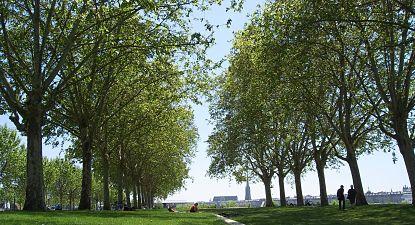 promenade sur les quais à Bordeaux Bastide